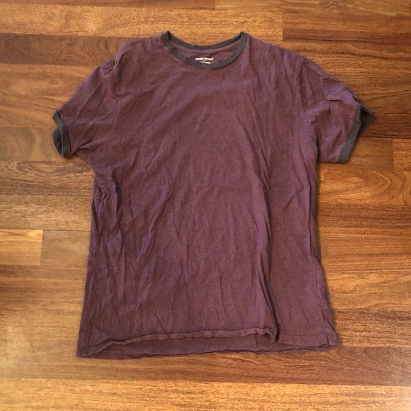 Fitted maroon tee